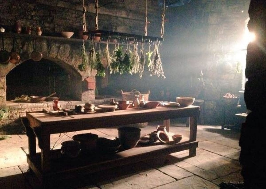 Mrs Fitz S Busy And Bustling Kitchen At Castle Leoch Audio
